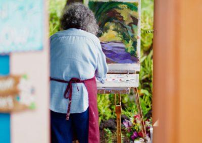 Susan painting outside ohana Hawaii art retreat